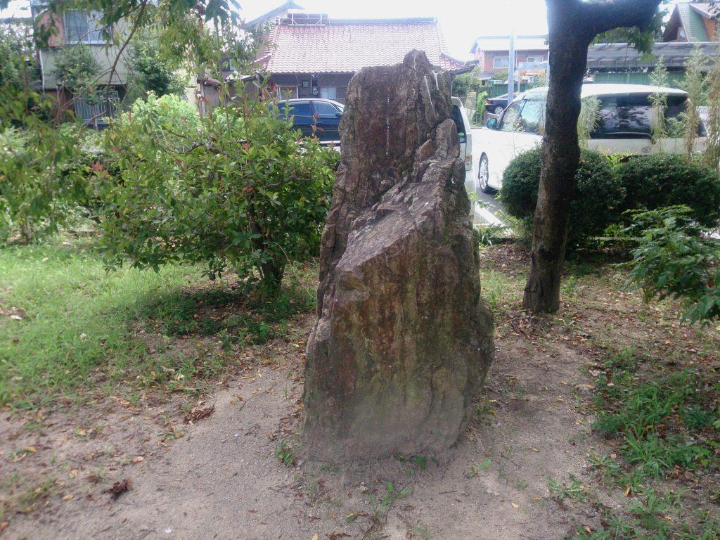 センターの岩1